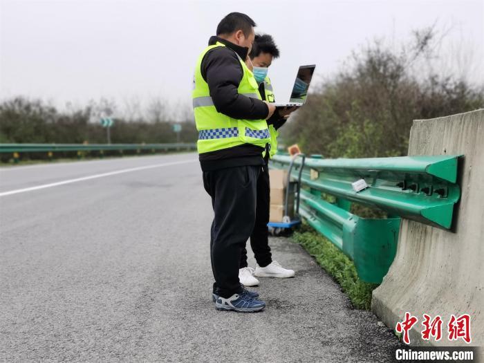 """湖北推出""""5G+北斗""""高速公路智能护栏预警系统"""